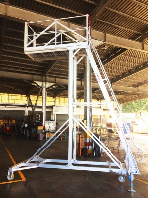 Aircraft Engine Pylon Access
