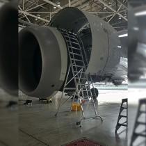 B787 Engine Cowl Access Ladder